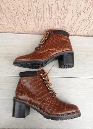 Новые демисезонные ботинки ботильоны next рр 36