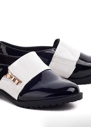 Элегантные женские лаковые туфли в классическом стиле