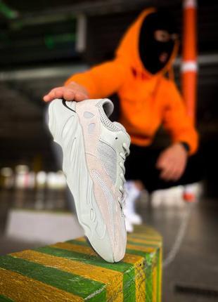 Женские / унисекс бирюзовые / бежевые кроссовки adidas yeezy 700