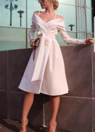 Идеальное белое платье на запах