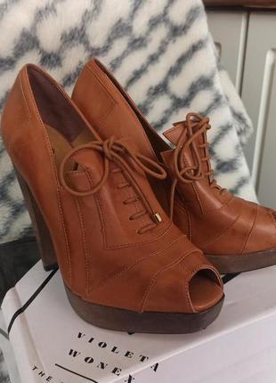Шкіряні жіночі туфлі з відкритим носком на високому каблуку kg kurt geiger