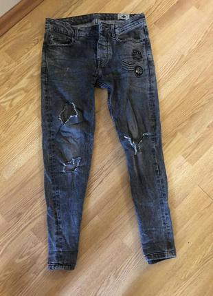 Мужские джинсы с рваностями, рваные