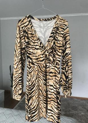 Нарядне,стильне плаття