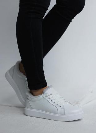 Женские кроссовки кеды кожаные зимние белые  на меху