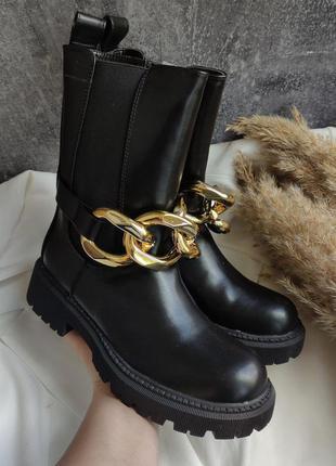 Високі ботинки з цепочкою