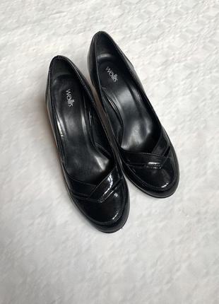 Лаковые лакированные туфли лодочки