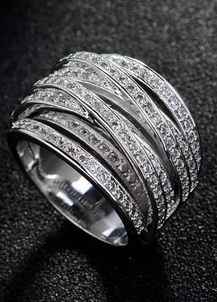 Шикарное кольцо с фианитами.