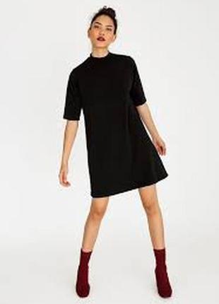 Черное платье с боковыми карманами