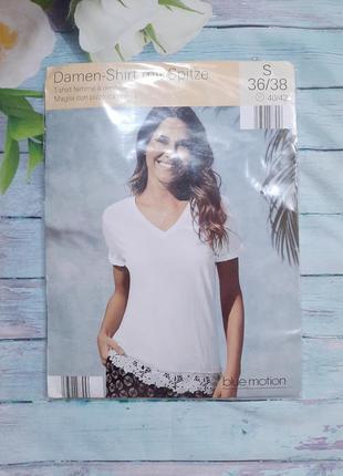 Однотонная женская футболка с кружевом