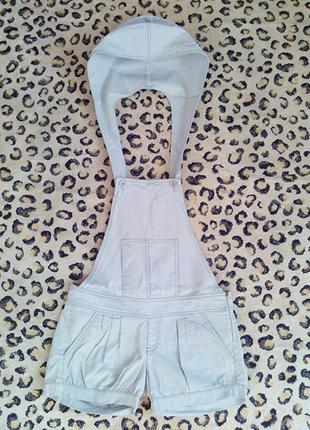 Короткие шорты с капюшоном ромпер с открытой спиной от stradivarius