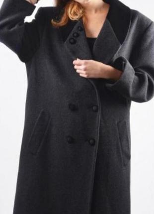 Шерстяное оверсайз пальто  в винтажном стиле с обьемными плечами