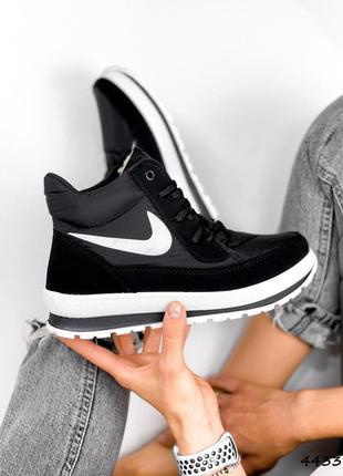 Чёрные низкие зимние ботинки дутики