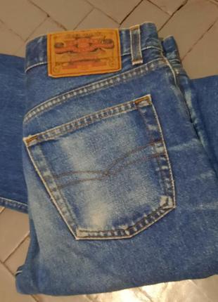 Фирменные прямые джинсы
