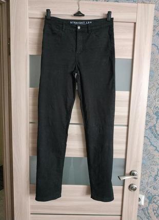 Стильные высокие прямые джинсы