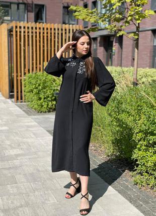 Элегантное чёрное платье с декором