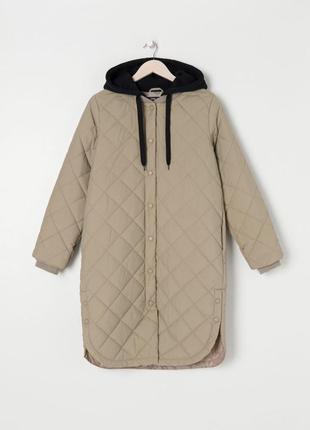 Удлиненная стёганная куртка с капюшоном zara 2021
