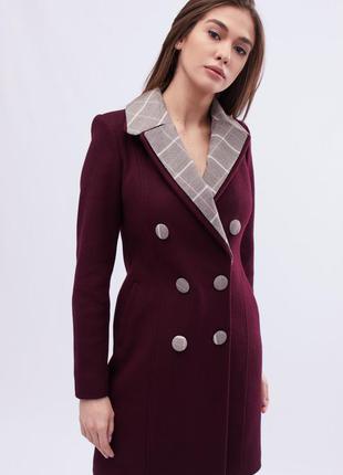 Стильное шерстяное бордовое пальто