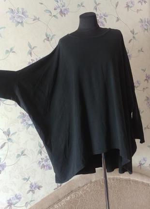 Большая свободная черная футболка с длинным  зауженым рукавом италия