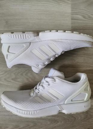 Кроссовки бренда adidas torsion