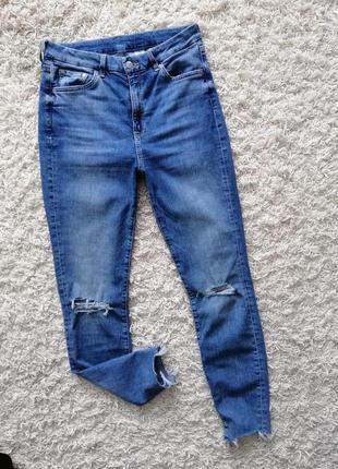 Красивые женские рваные джинсы скинни h&m 29 в очень хорошем состоянии