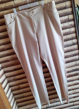 Білі класичні брюки на великий розмір.