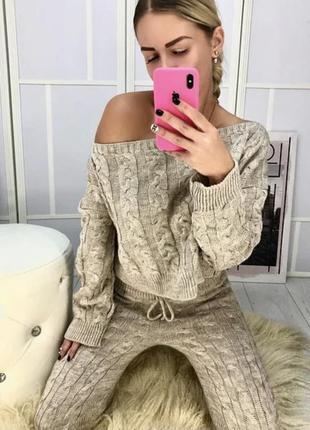 Тренд сезона вязанный костюм свитер штаны двойка серый плотная вязка плечи