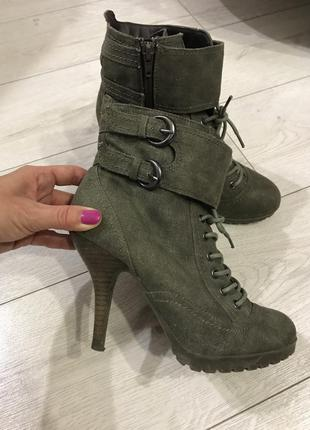 Шикарные ботинки на каблуке f&f