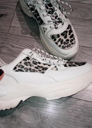 Кроссовки белые со вставками