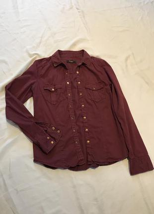 Стильная джинсовая женская рубашка на кнопках, цвет бордо