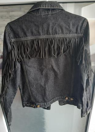 Стильная укороченная джинсовка с бахромой тренд винтаж