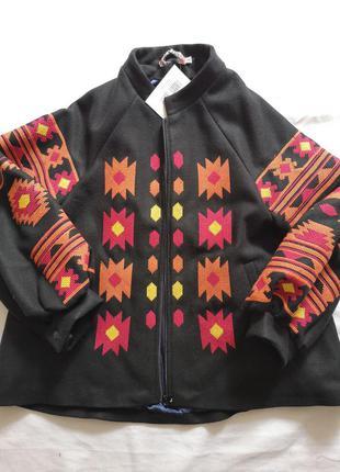 Осеннее пальто с вышивкой