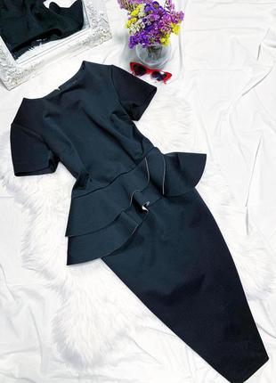 Чёрное вечернее платье по фигуре с баской 😍