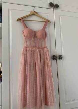 Шикарное пудровое платье с имитацией корсета