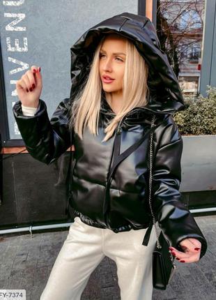 Черная куртка эко кожа с капюшоном