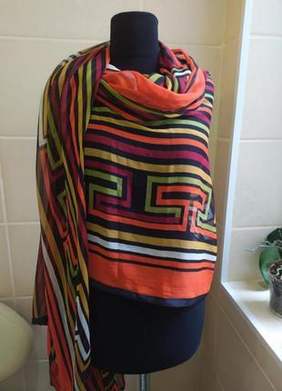 Яркий, стильный,  большой платок / палантин в стиле fendi