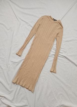 Бежевое платье миди в рубчик
