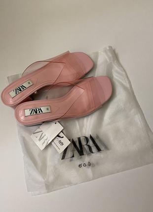 Zara виниловые босоножки сабо
