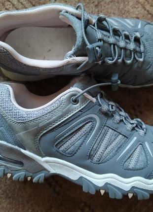 Фирменные добротные кроссовки graceland