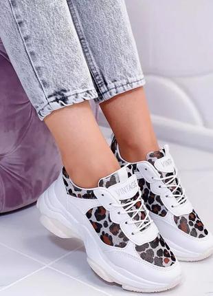 Распродажа!!! последний размер. белые кроссовки на высокой подошве.