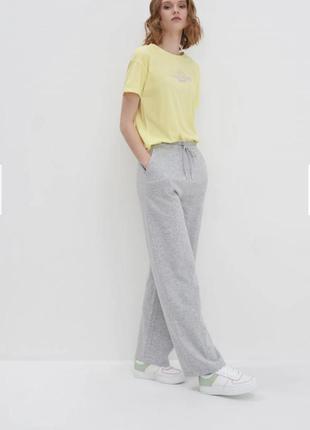 Широкие трикотажные спортивные штаны