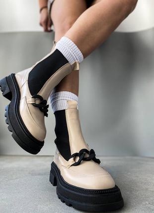 Фабричные кожаные бежевые ботинки челси зимние