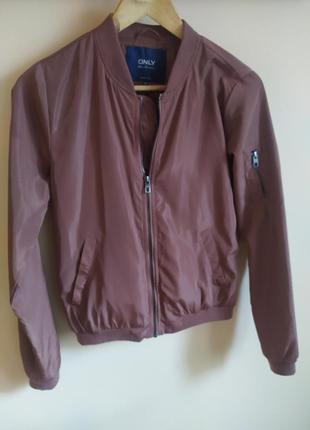 Женская куртка ветровка