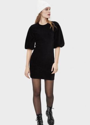 Стильное короткое платье по фигуре