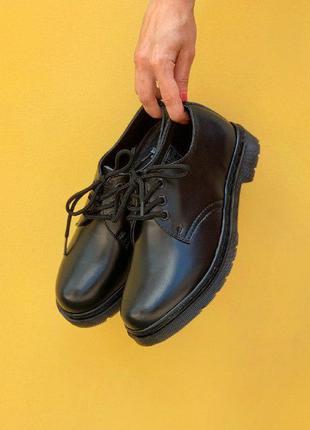 Жіночі шкіряні туфлі-лофери