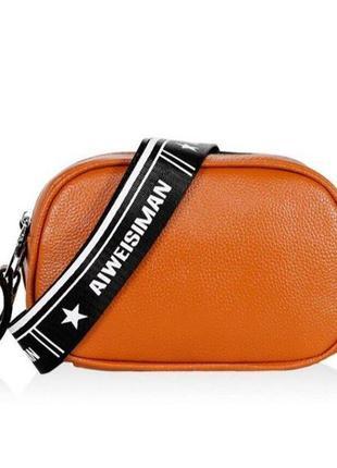 Маленькая кожаная сумка оранжевая на широкой ручке