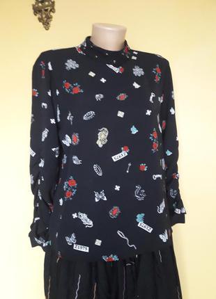 Класна чорна блуза з оригінальним принтом