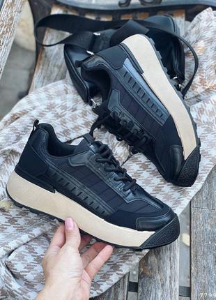 Модные, стильные черные женские кроссовки