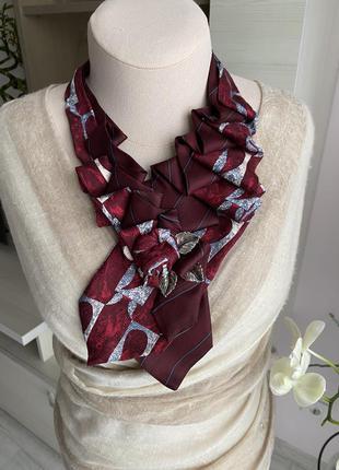Жіноча прикраса з краваток