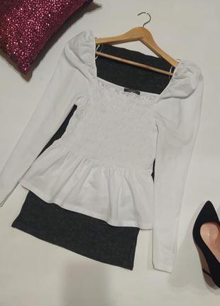 Стильная блуза с квадратным вырезом, обьемными плечами