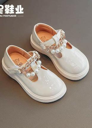 Нарядные, лаковые туфельки